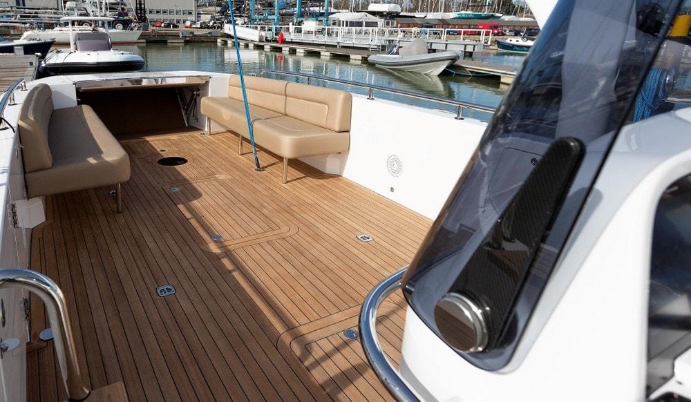 Compass Tenders motoryacht deck